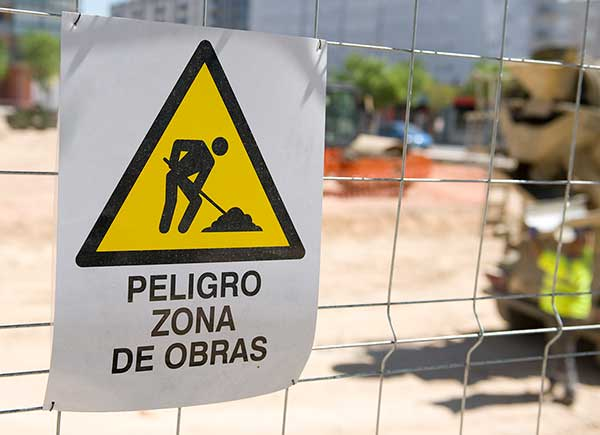 Señalización de obra y advertencia